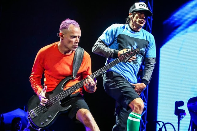 233576842-red-hot-chili-peppers-faz-show-em-sp-2411025554