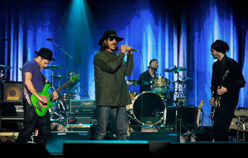 2010 MusiCares Person Of The Year Tribute To Neil Young - Roaming Inside