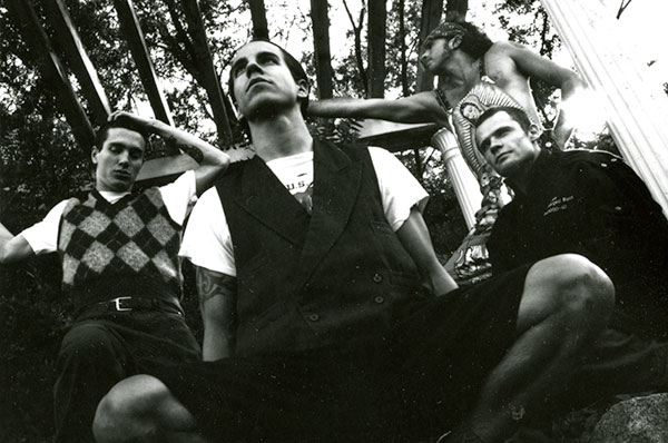 "Red Hot Chili Peppers na famosa ""The Mansion"" nas gravações do álbum Blood Sugar Sex Magik."